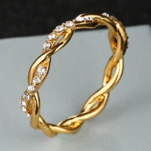 Gorgeous Diamond Twist Band GOLD